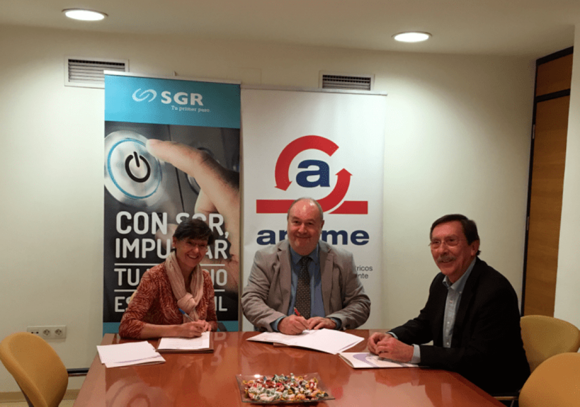 Firma convenio colaboración SGR - APEME